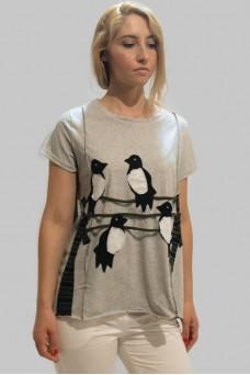 Mπλούζα με απλικέ παράσταση χελιδόνια