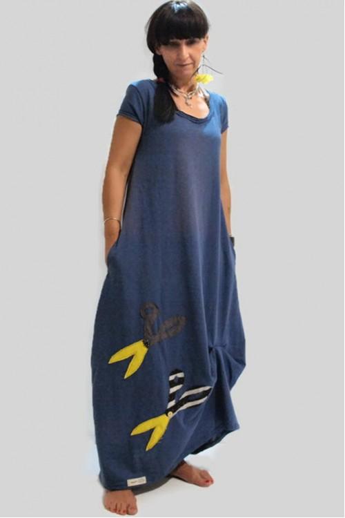 Μακρύ φόρεμα μπλέ με παράσταση ψαλίδια